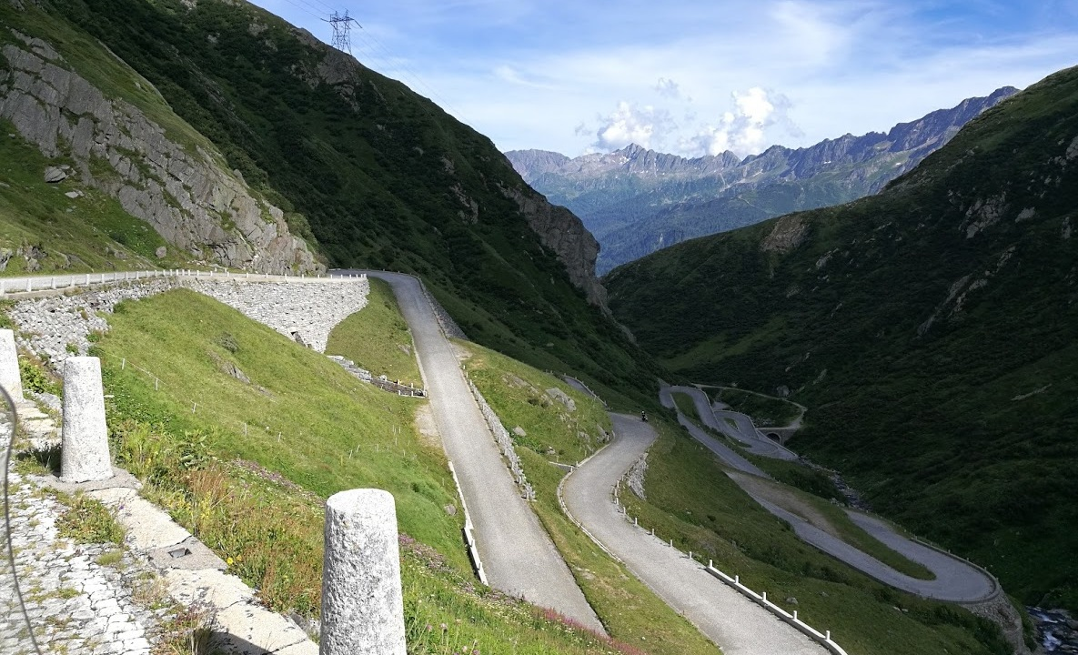 photo de la tremola road trip suisse italie
