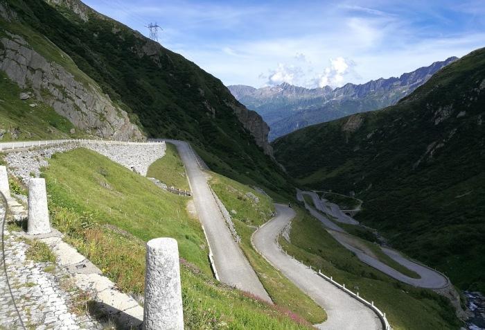 photo de la tremola road trip suisse italie