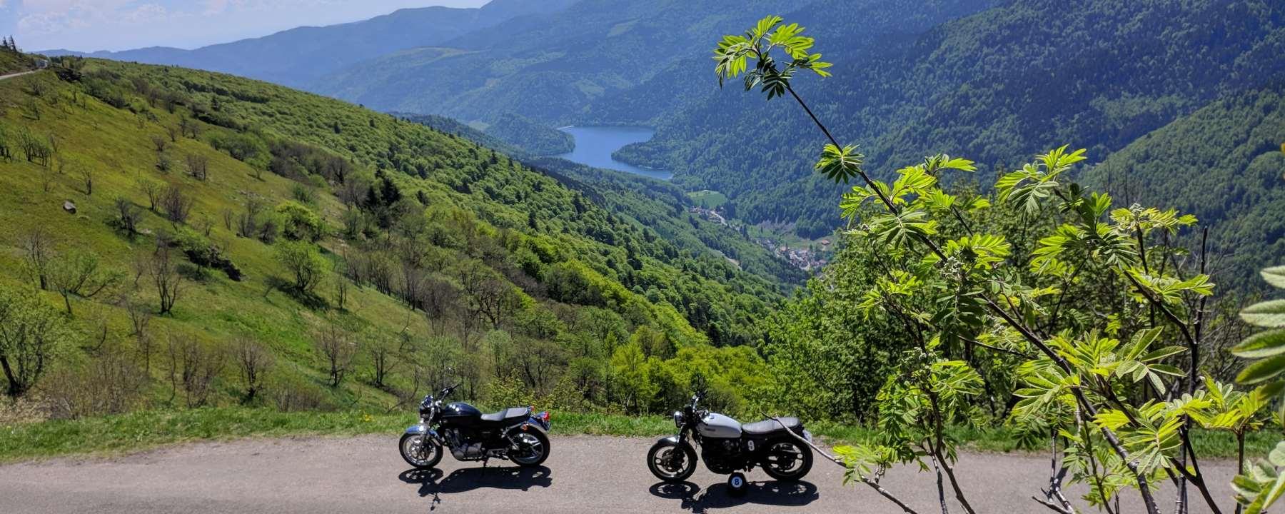 Photo scrambler Yamaha et Honda cb1100 route des crêtes