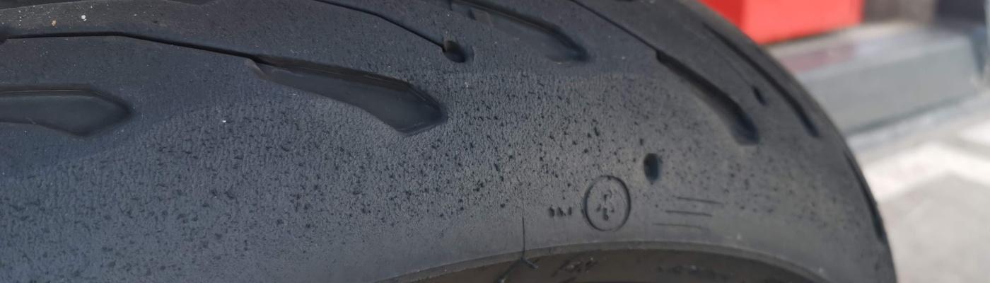 Photo du pneuMichelin Road 5 sur Yamaha XSR 900 brulé