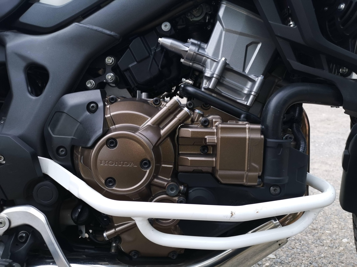 Photo du moteur d'une Honda africa twin dct